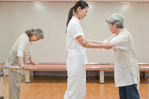 Qúa trình tập vật lý trị liệu cho bệnh nhân tai biến