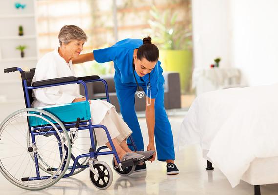 Tập đi đứng cho bệnh nhân tai biến