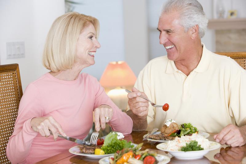 Chế độ ăn uống dinh dưỡng giúp hỗ trợ phục hồi chức năng cho người bệnh tai biến mạch máu não