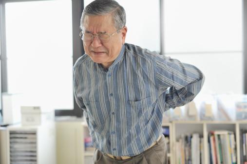 Những bài tập giúp giảm đau lưng cho người già
