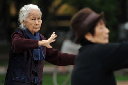 Giữ ấm cho người già như thế nào mới đúng cách?