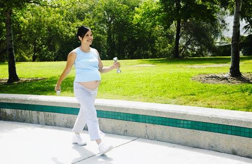 Phụ nữ mang thai, người lớn tuổi và người béo phì nên đi với tốc độ chậm