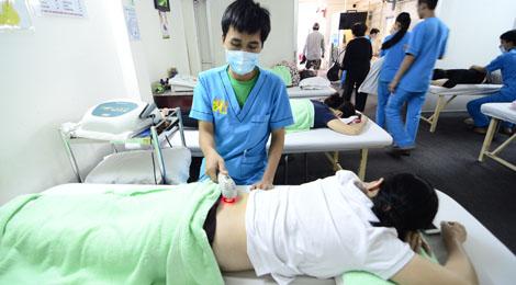 phương pháp điều trị bằng laser chiếu ngoài tại phục hồi chức năng hữu nhân
