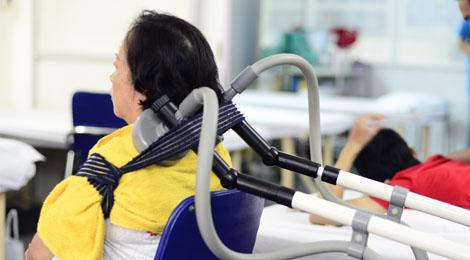 Vật lý trị liệu và dinh dưỡng cho người bị thoái hóa cột sống cổ