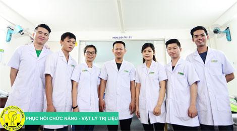 bác sỹ, kĩ thuật viên trung tâm phục hồi chức năng hữu nhân
