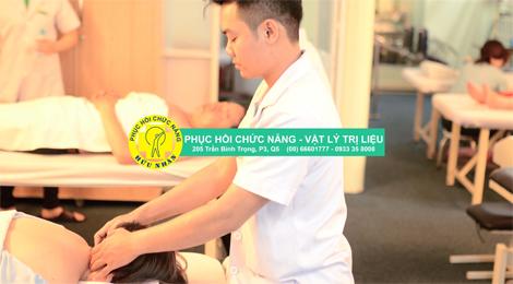 Hướng dẫn của các chuyên gia tại phòng tập vật lí trị liệu