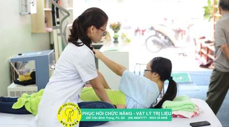 phục hồi chức năng vẹo cột sống trẻ em vật lý trị liệu hữu nhân