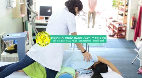 Vật lý trị liệu điều trị cong vẹo cột sống trẻ em và người lớn