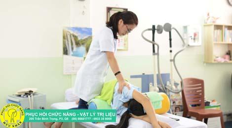 vật lý trị liệu cong vẹo cột sống phục hồi chức năng hữu nhân