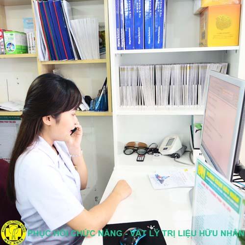 Bệnh nhân được tư vấn miễn phí khi có bất kì thắc mắc nào về bệnh đau cột sống