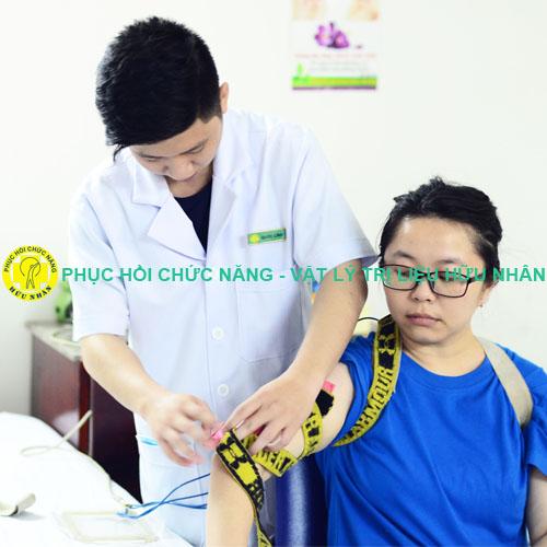 Điện trị liệu chữa đau mỏi tê lan dọc từ cổ xuống cánh tay