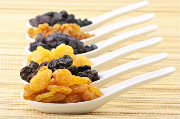 Ăn nho khô giúp bạn phòng ngừa tai biến.