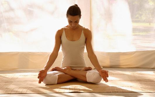Tập thiền giúp bạn tịnh tâm và giải tỏa nỗi đau.
