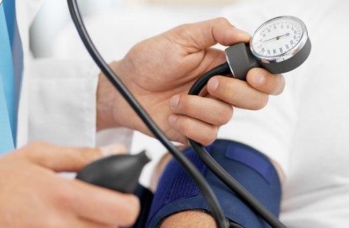 Kiểm tra huyết áp giúp bạn phòng ngừa bệnh tai biến tốt hơn.