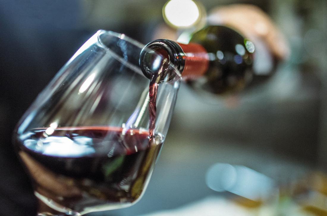 Rượu, pho mát, hoặc sô cô la gây ra chứng đau nửa đầu