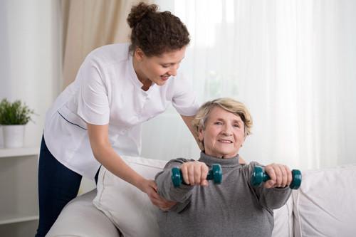 Đi không vững, chóng mặt, mất thăng bằng hoặc mất phối hợp vận động là một trong những triệu chứng của đột quỵ