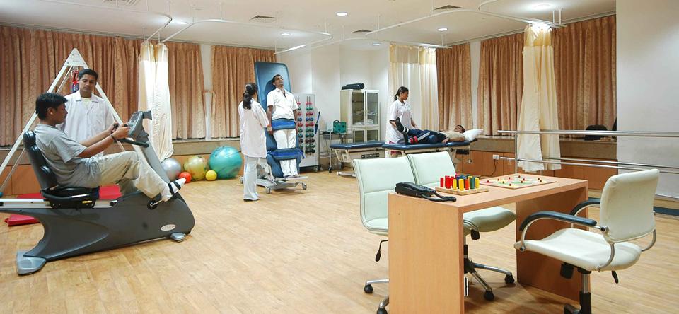 Kiểm tra tình trạng của bệnh nhân tại bệnh viện