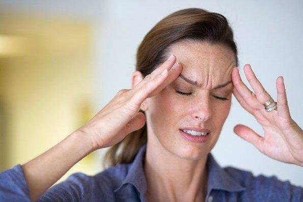 Tắm gội khuya gây đau đầu kinh niên
