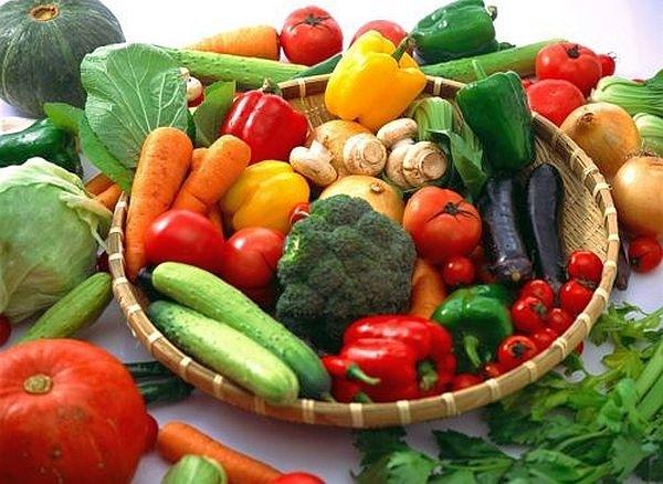 Rau - củ -quả cung cấp cho bệnh nhân thoái hóa đốt sống cổ nhiều vitamin và khoáng chất.
