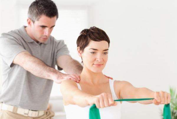 Vật lý trị liệu cho dân văn phòng bị đau vai gáy